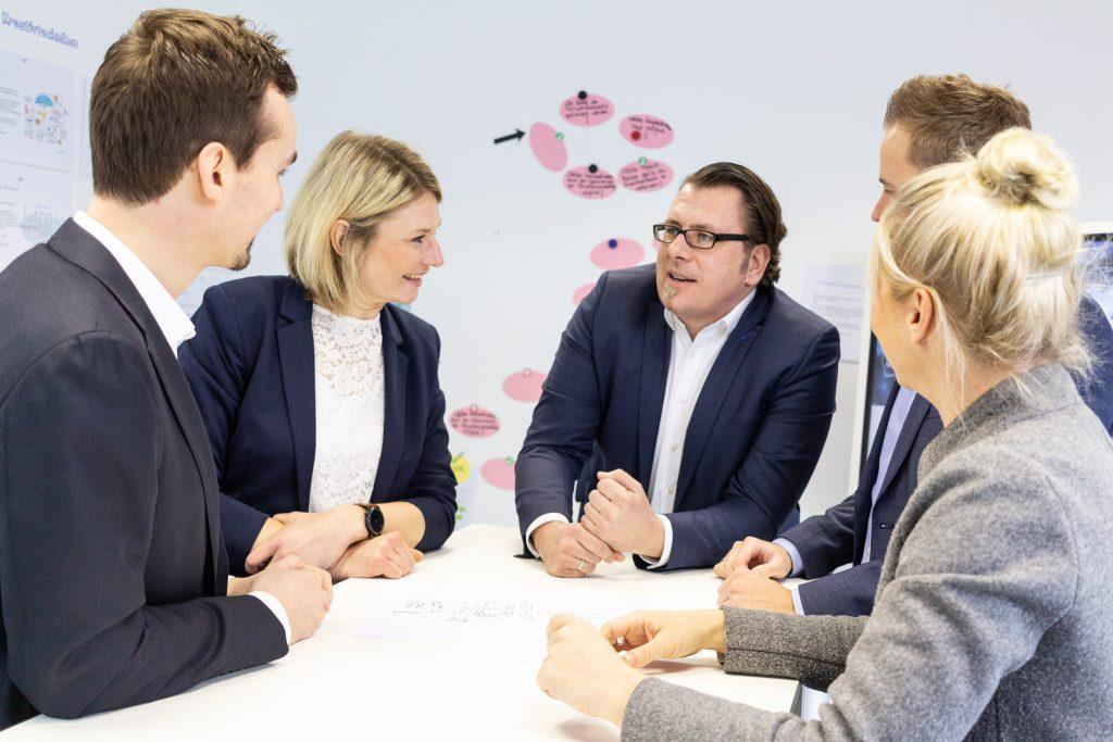 Team der rosenbaum nagy unternehmensberatung im Dialog
