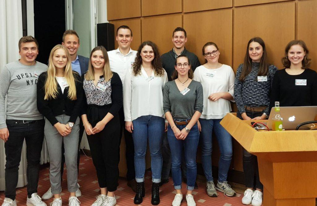 Studenten der Uni Köln mit Beratern von rosenbaum nagy